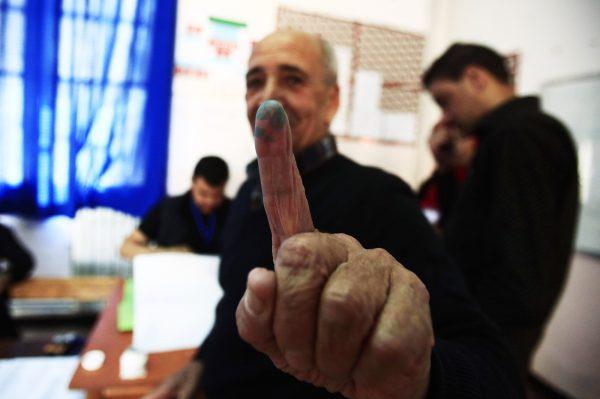 Un votant, à Alger, le 4mai.
