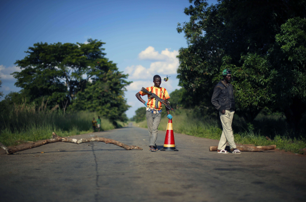 Des miliciens anti-balaka en 2014 en Centrafrique.