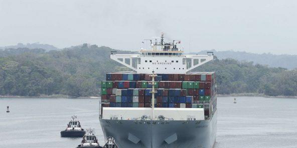 Un cargo à l'approche du Canal de Panama le 2 mai 2017.