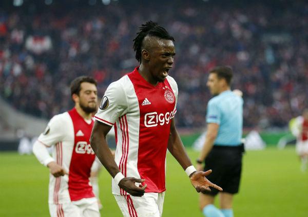 Bertrand Traoré juste après avoir marqué pour l'Ajax Amsterdam contre l'Olympique lyonnais, le 3 mai 2017 à l'Arena Stadium d'Amsterdam.