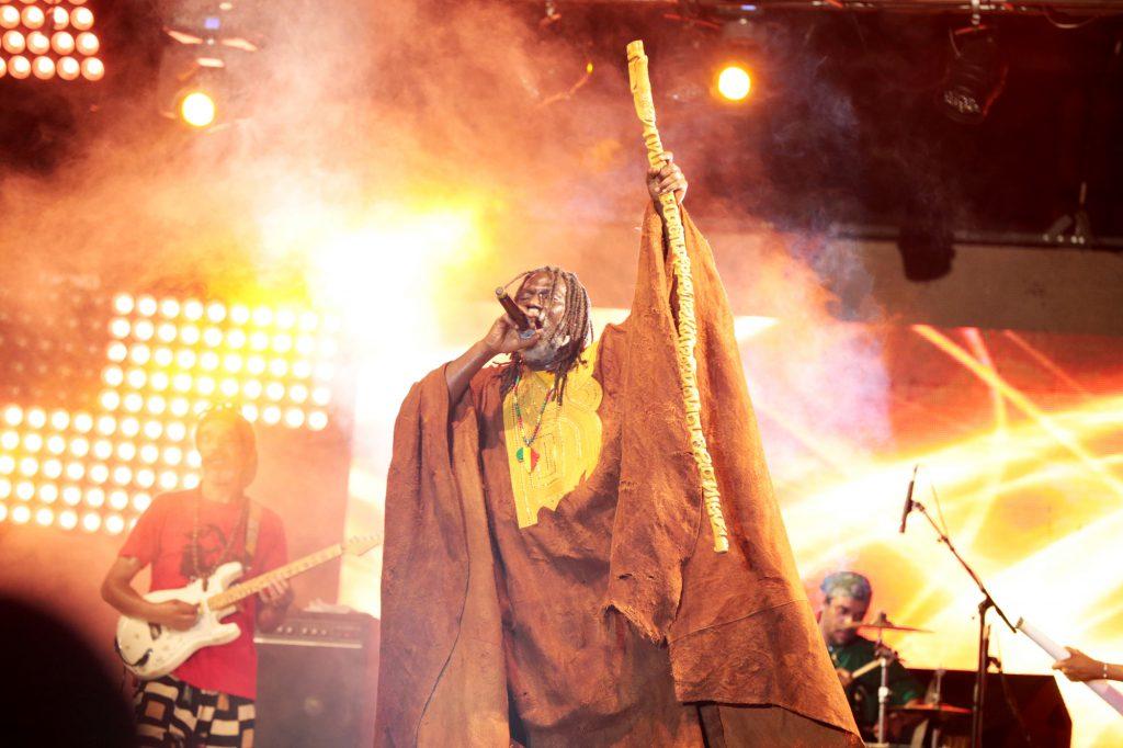 Tiken Jah Fakoly n'entend pas lâcher son bâton de pèlerin.