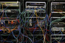 L'accaparement de la Toile par huit entreprises américaines et chinoises –Alphabet (holding de Google), Alibaba, Amazon, Apple, Baidu, Facebook, Microsoft et Tencent– est une grande menace qui pèse sur la santé du réseau.