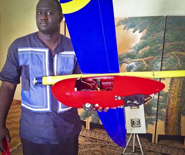 Le nigérien, Aziz Kountché a 16ans quand il crée son premier modèle réduit.