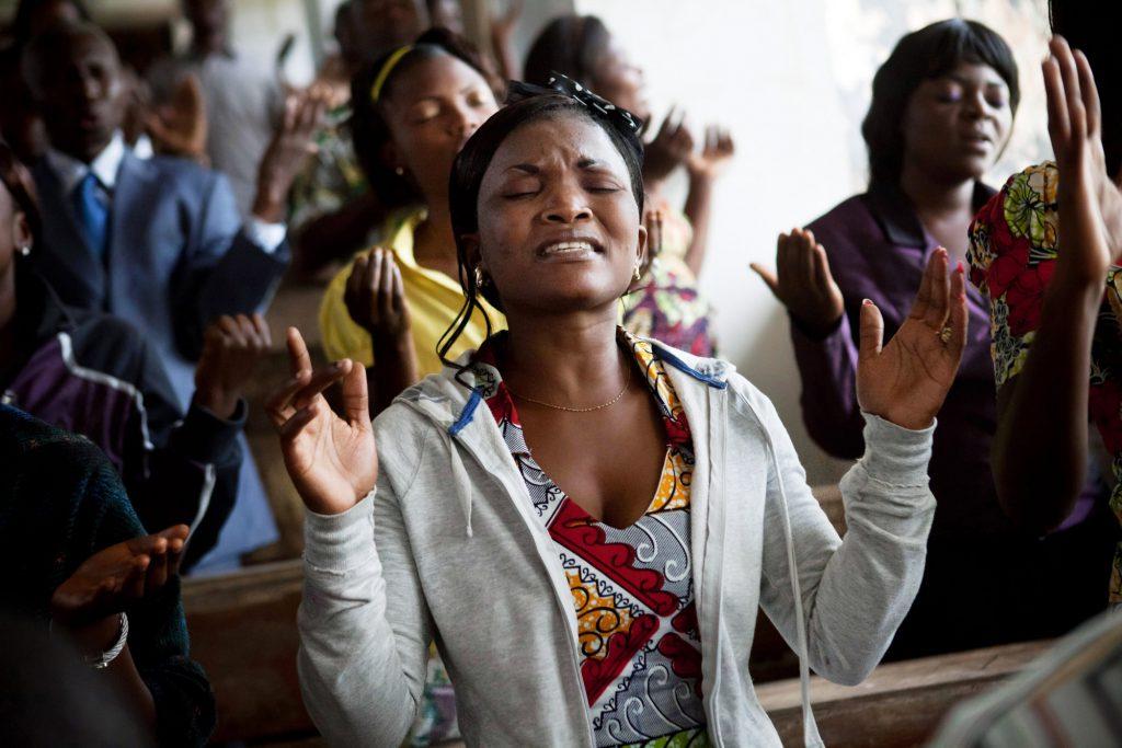 Prière dans une église de Kinshasa pendant la campagne électorale de 2017.