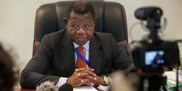 Lambert Mende, ministre congolais des Médias, lros d'une conférence de presse à Kinshasa le 19 septembre 2016.