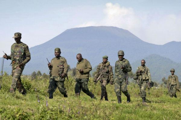 Des soldats des FARDC sur les collines proches de Goma, dans le Nord-Kivu, lors de la guerre contre les rebelles du M23 en 2013.