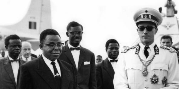 Arrivée du roi des Belges, Baudouin, le 29 juin 1960, à Léopoldville, pour la célébration de l'Indépendance du Congo. Il est accueilli à l'aérodrome de Ndjili par Joseph Kasa Vubu, président de la république du Congo indépendant et Patrice Lumumba, Premier ministre.