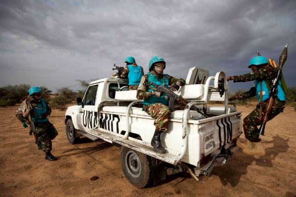 Des soldats tanzaniens de la Minuad, la force conjointe de maintien de la paix au Darfour de l'ONU et de l'UA, en juillet 2014.