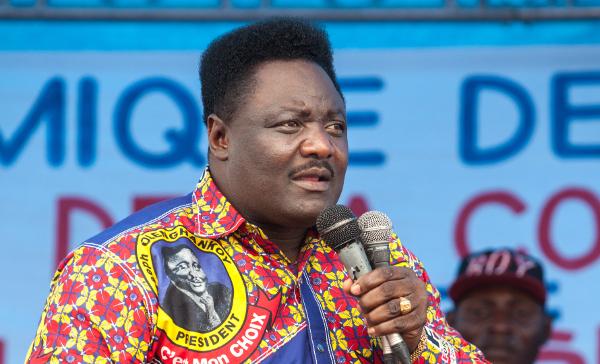 Joseph Olenghankoy, lors d'un meeting de l'opposition, le 15 septembre 2015, place Sainte Thérèse, à Kinshasa