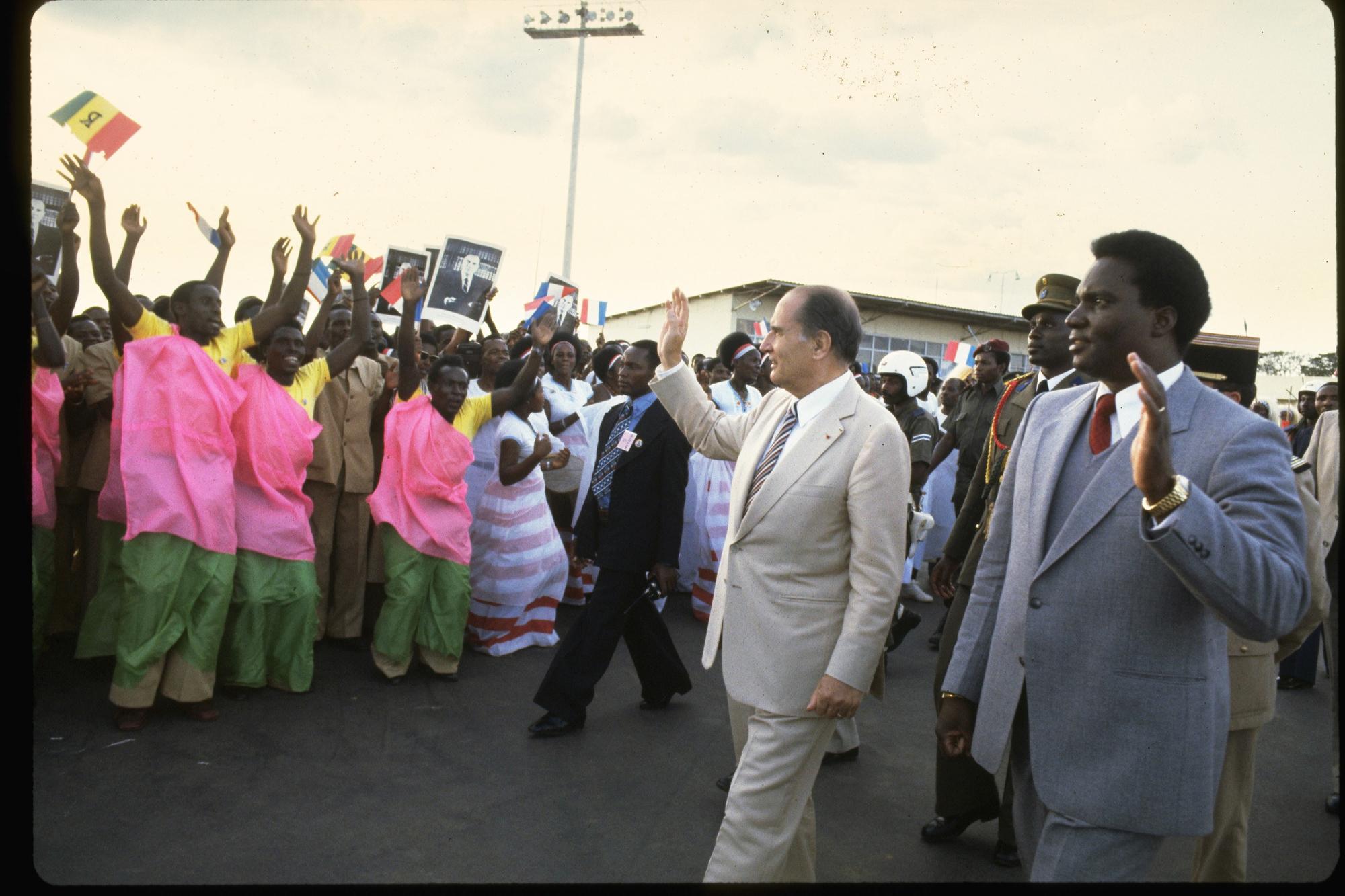 En soutenant sans réserve le régime hutu de Juvénal Habyarimana (à dr.), François Mitterrand (ici à Kigali, en octobre1982) a laissé un héritage empoisonné à ses successeurs.
