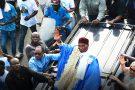 L'ex-chef de l'État Abdoulaye Wade acclamé par la foule à son arrivée à Dakar, le 10juillet.