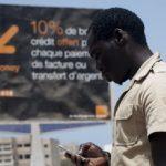 Affiche de promotion de Orange Money dans le quartier de Ngor.  Le 14 mai 2013. Sénégal, Dakar.