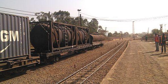 Cameroun un train de la camrail transportant des - Les cabinets de recrutement au cameroun ...