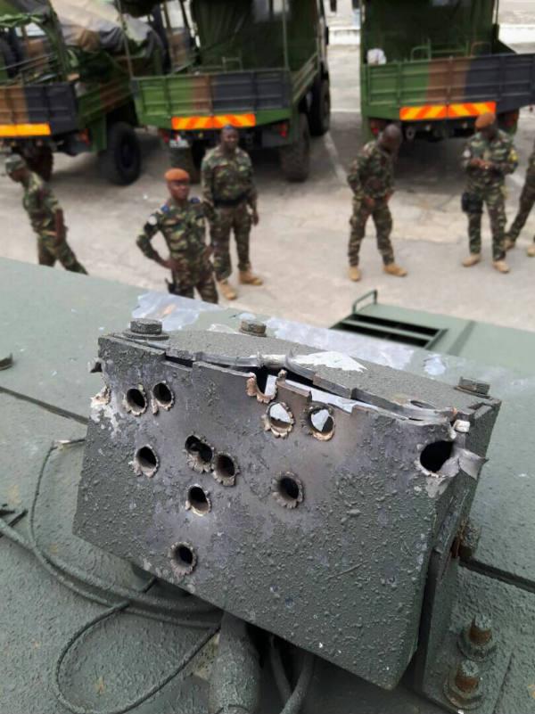 Impacts de balles sur la caméra panoramique du blindé utilisé par les Forces spéciales ivoiriennes pendant les combats du 19 juillet à Abidjan.