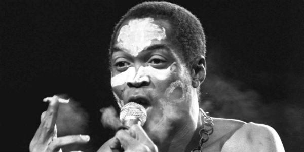 Fela Anikulapo Ransome-Kuti lors d'un concert à Paris, le 13 septembre 1986