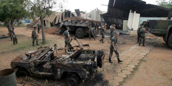 Vue du camp Descartes à Bouaké après le bombardement du 6 novembre 2004.