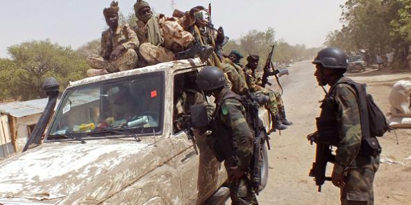 Des membres de la coalition régionale contre Boko Haram près de la ville de Fotokol, dans l'extrême nord du Cameroun, le 19 février 2015 (photo d'illustration).