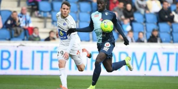 Ferland Mendy pendant un match de Ligue 2.