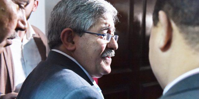 Algérie : rassemblement devant un tribunal pour attendre en vain Ahmed Ouyahia