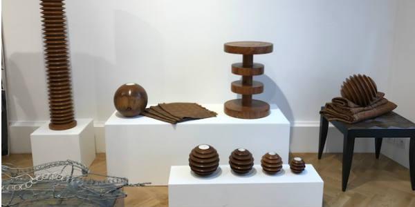 Mobilier par Balla Sidibé (bois de dimb).