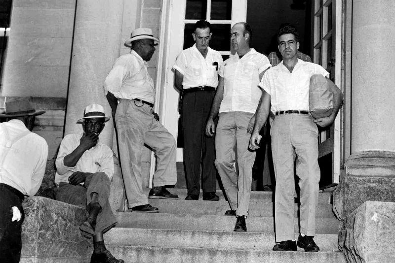 Les meurtriers R. Bryant (à dr.) et J. W. Milam, acquittés après un procès inique.