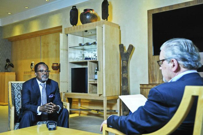 Bechir Saleh avec François Soudan. A Johannesburg, Afrique du Sud, le 31.08.2017