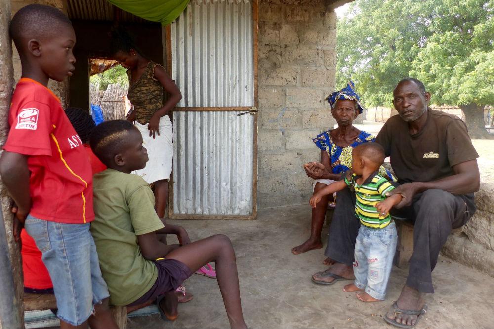 Le chef du village de Sipo, Issa Touré et la reine de Sipo, Fatou Mané.