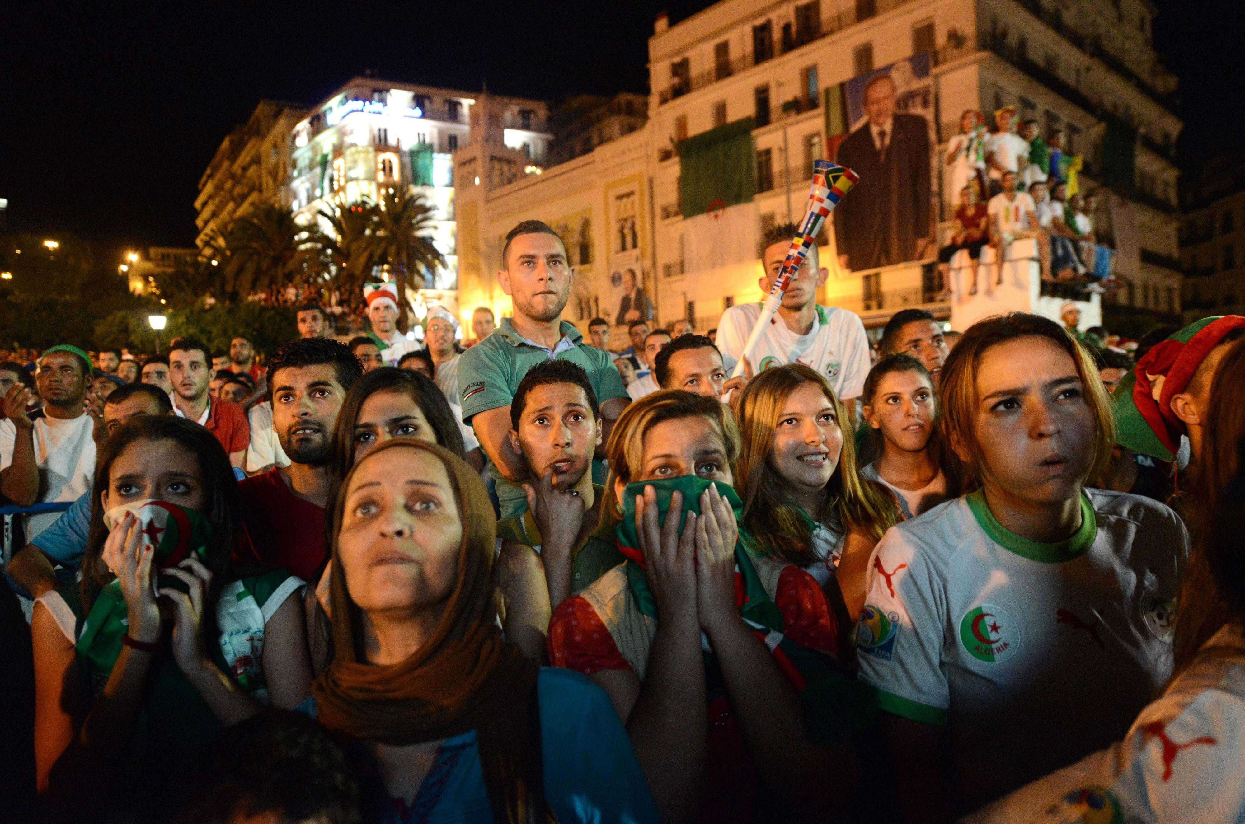 Supporters devant le match Algérie-Allemagne à la coupe du Monde au Brésil. Alger, le 30 juin 2014.