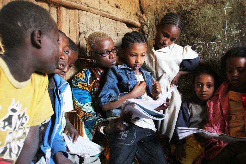 Ambassadrice de bonne volonté de l'Unicef, la star a sillonné l'Afrique de long en large. Ici avec des enfants d'une école maternelle d'Awasa, en Éthiopie.