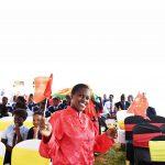 Le 11mai, à Nairobi, une enseignante portant le costume chinois.