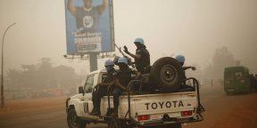 Des Casques bleus rwandais dans les rues de Bangui, en Centrafrique, en février 2016.
