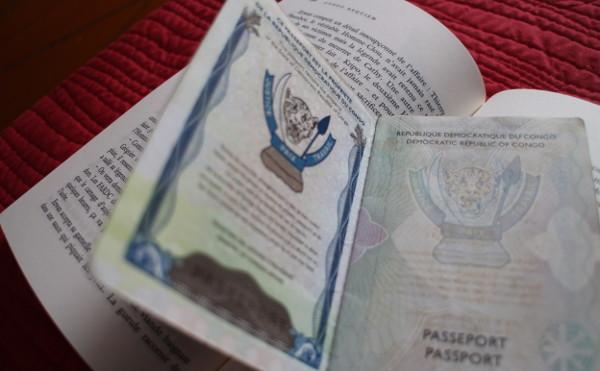 Un passeport semi-biométrique congolais.