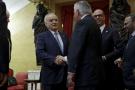 L'émissaire de l'ONU pour la Libye, Ghassan Salamé, serrant la main du secrétaire d'État américain Rex Tillerson en septembre 2017.