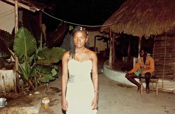 Une photo prise par son père le soir même où elle quitte le Bénin, en 1983.