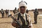 Le 22juin, première patrouille entre éléments du Mouvement pour le salut de l'Azawad (au premier plan) et de l'armée régulière (au second plan).