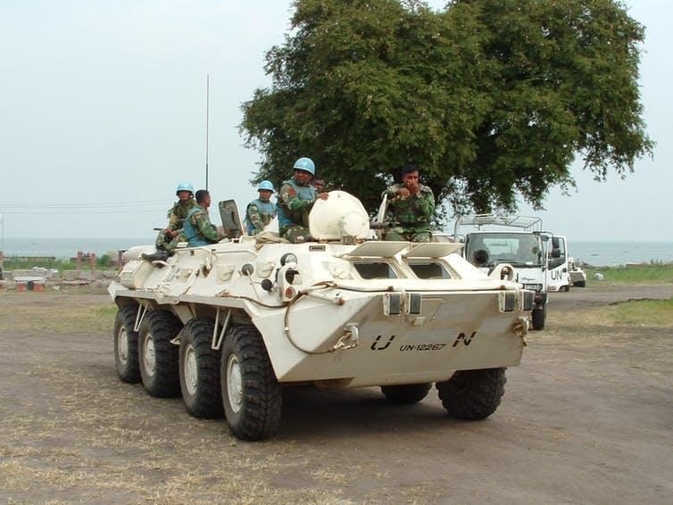 Des Casques bleus bangladais de la Monusco, ici en Ituri (est de la RDC), en 2004. La population congolaise leur reproche leur passivité.