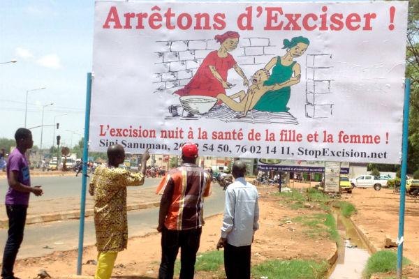 Campagne d'affichage contre l'exclusion à Bamako par l'ONG Sini Sanuman.