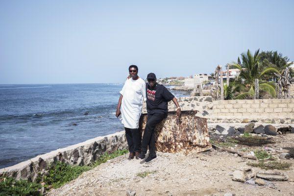 Moctar Ba et l'architecte Pierre Goudiaby Atepa, responsables de la Plateforme pour l'environ-nement et la réappropriation du littoral.