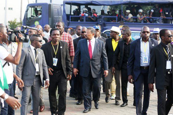 Pour mieux contrer les partisans de son grand rival Jean Ping (ici à Libreville, en juillet) dans les médias, ABO a repris en main la parole de l'État.