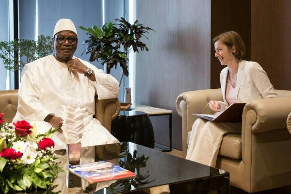 Ibrahim Boubacar Keïta, président malien, lors d'une rencontre avec la ministre française des Armées, Florence Parly, lors du Forum de Dakar.