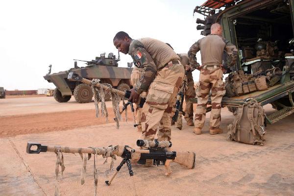 Des soldats français de la force Barkhane, à Gao, le 18 mai 2017.