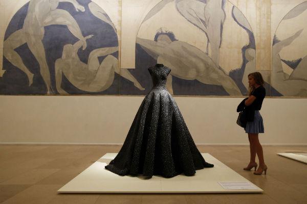 Une robe du créateur Azzedine Alaia lors de la rétrospective qui lui avait été consacrée à Paris en 2013.