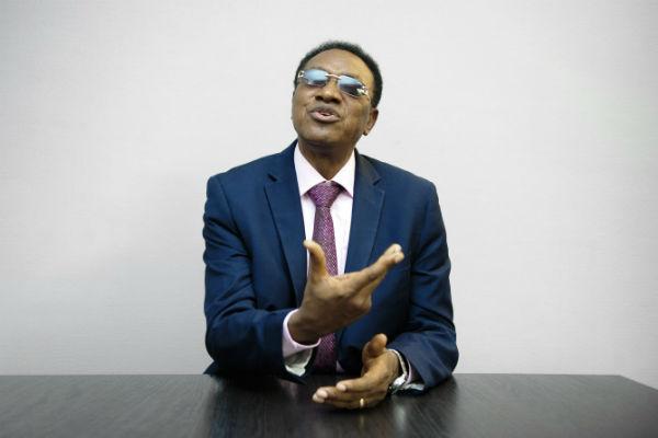Bruno Tshibala, Premier ministre de la République démocratique du Congo, dans les locaux de Jeune Afrique, le 15 septembre 2017