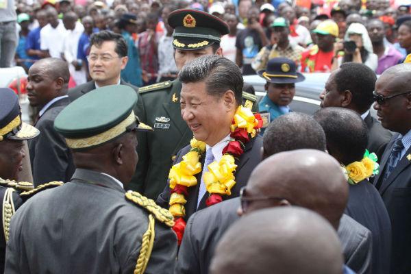 Le président chinois Xi Jinping lors d'une visite à Harare en décembre 2015.