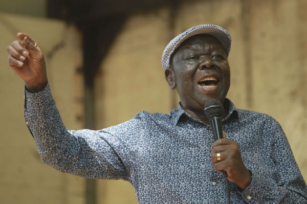 Morgan Tsvangirai, à Harare le mardi 21 novembre, lors d'un meeting avant le débat au Parlement.