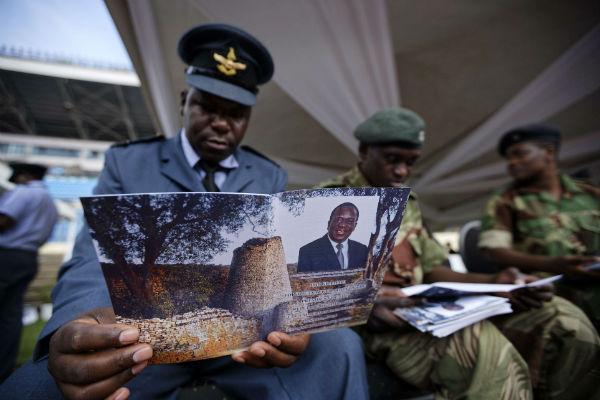 Des officiers zimbabwéens lors de l'investiture d'Emmerson Mnangagwa, le 24 novembre 2017.