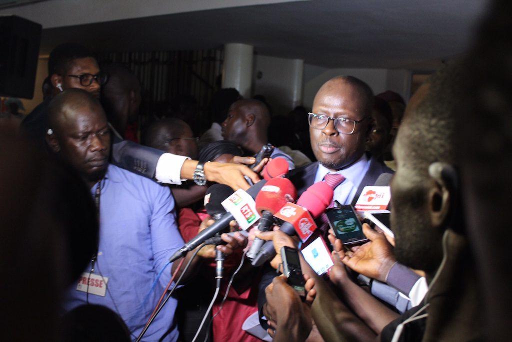 le député de l'opposition Cheikh Bamba Dièye, opposé à la levée d'immunité parlementaire à Dakar le 26 novembre 2017.