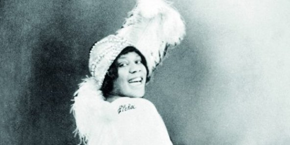Gertrude « Ma » Rainey et son Georgia Jazz Band à Chicago, en 1923, et Bessie Smith à New York, en 1925.