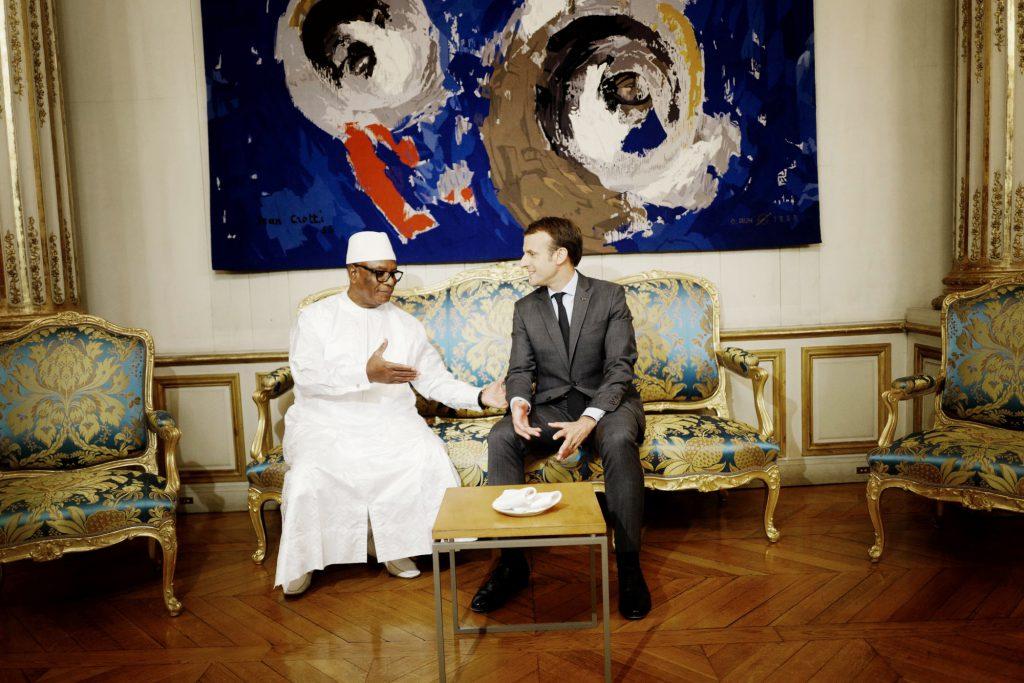 Avec le président français Emmanuel Macron à l'Élysée, à Paris, le 31octobre.