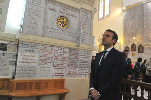 Emmanuel Macron, en février 2016, dans la basilique Notre-Dame-d'Afrique, à Alger.